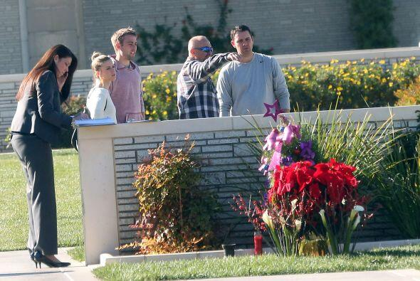 Los hermanos y el padre de Paul Walker, quien murió trágicamente en un a...
