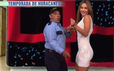 Ximena te informa del clima y baila su canción del weather
