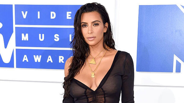 Kim Kardashian comparte selfie nudista
