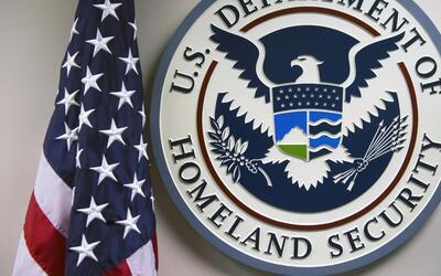En un minuto: un fallo técnico del servicio de inmigración deja en el li...