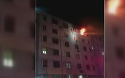 Madre y su hija se salvan de un feroz incendio en unos apartamentos de C...
