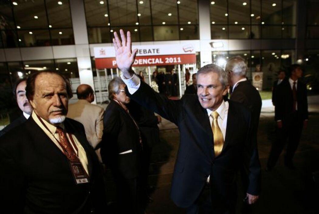 Castañeda es abogado, en 2003 se desempeño como alcalde de Lima y en oct...
