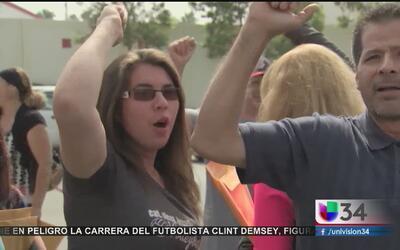 Protestan por cierre de su centro de trabajo