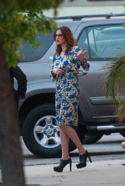 La estrella de cine optó por un vestido a flores. Julia parece es...