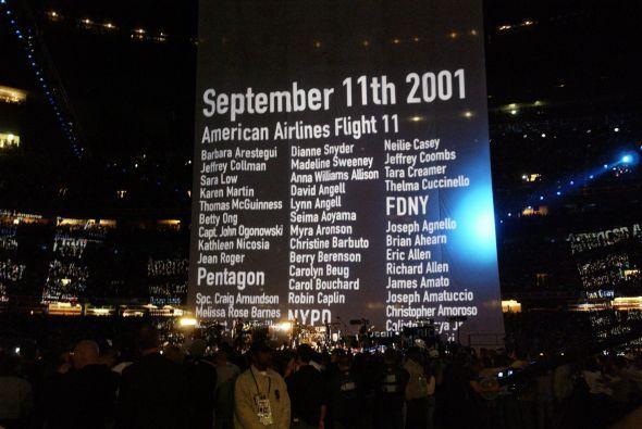 Bono homenajeó a las víctimas del atentado del 11 de septiembre durante...
