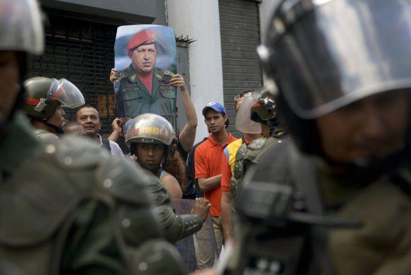 Partidarios del gobierno del presidente Nicolás Maduro también manifesta...