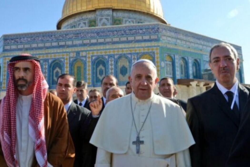 En su visita a Jerusalén, el Papa visitó importantes recintos judíos e i...