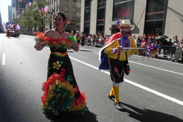Familias hispanas desfilan por la 5ta Avenida a3c28930fb91458485d25bdfff...