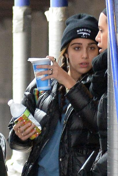 Lola, la hija de Madonna, con las manos llenas ¡Que le ayude su am...