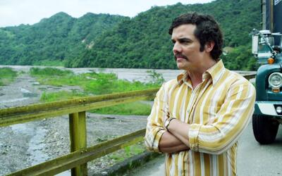 "Narcos - Pablo Escobar demostró su gran poder a ""plata o plomo"" - Escena..."