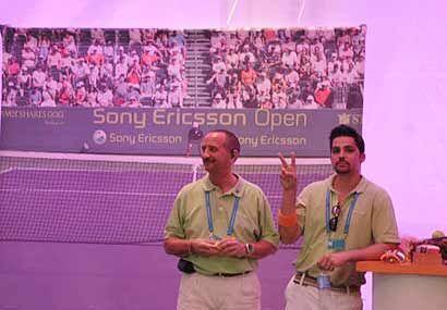 Mientras los mejores tenistas del mundo compiten entre sí, fuera de las...