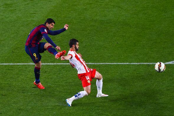 Luego le siguió Suárez con un disparo colocado para poner el dos a cero...