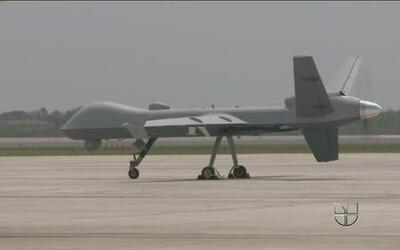 Aviones espías vigilan frontera con México