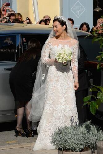 Como era de esperarse, la novia hizo un poco de tiempo para que la expec...
