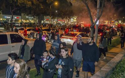 Manifestantes protestan el miércoles 22 de febrero en las calles...