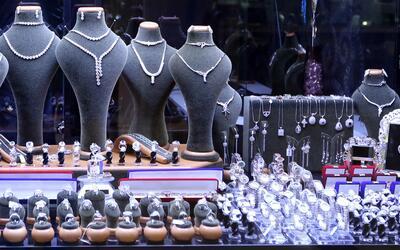 Cuatro asaltantes se llevan joyas valoradas en $800,000 dólares en Manha...