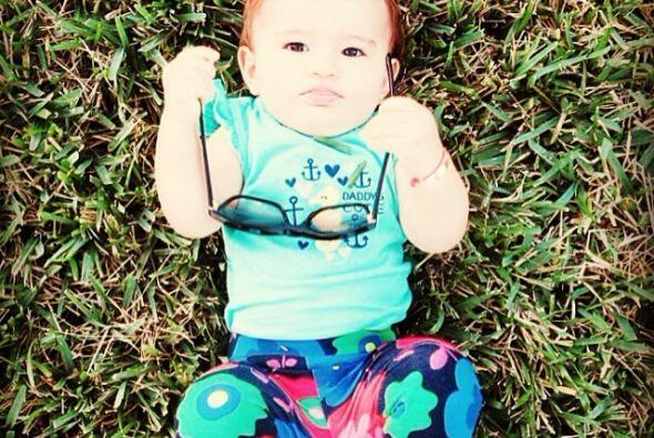 Esta guapa bebita es idéntica a su mami. Mira aquí lo último en chismes.