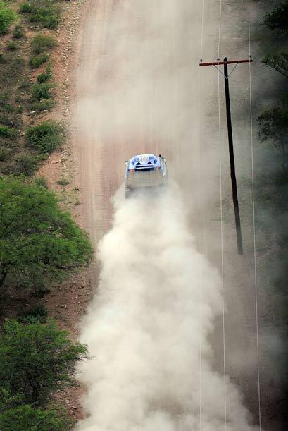 Sainz impuso su ritmo una vez que se alejó la lluvia en ruta a la...