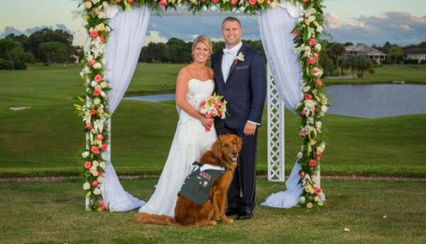 El padrino de boda es su mejor amigo de cuatro patas