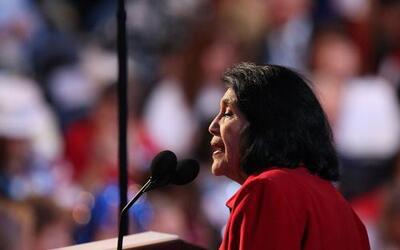 "Dolores Huerta confía en el poder ""inspirador"" de Hillary Clinton"