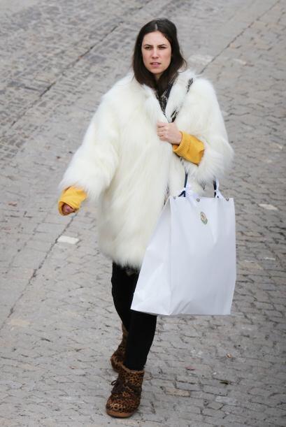 Tatiana Santo Domingo mezcló el abrigo de Naomi con el 'total white' de...