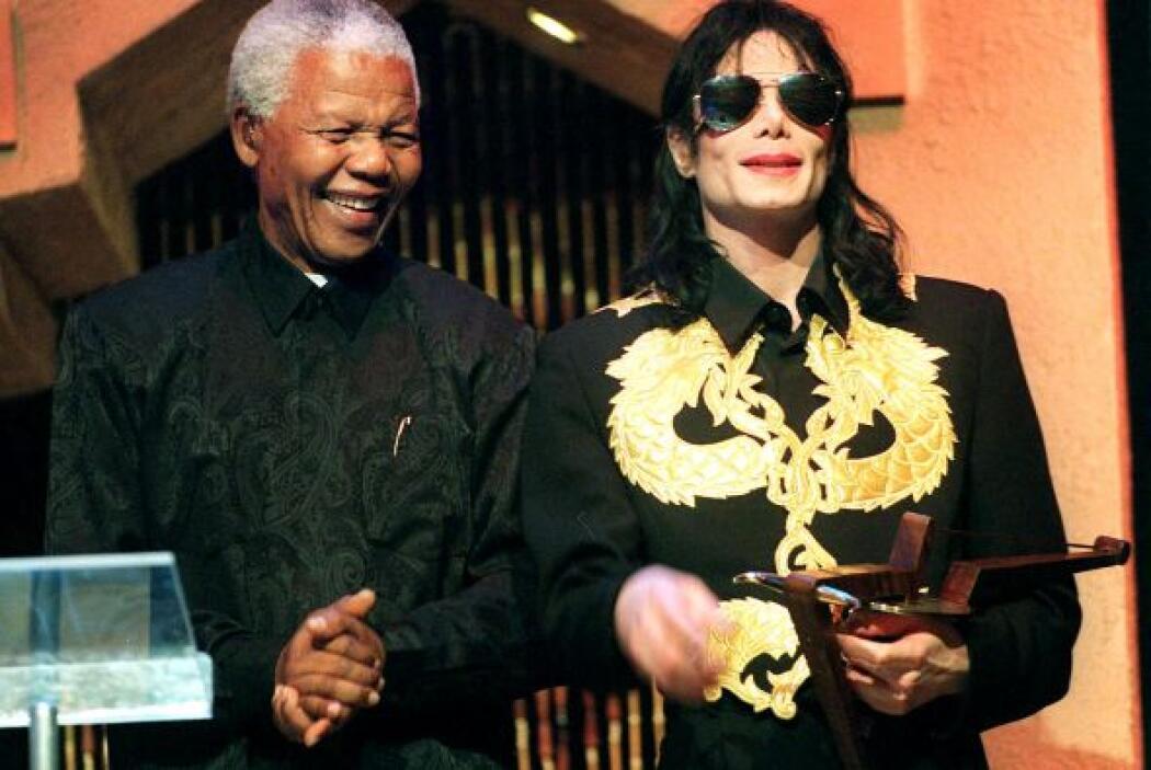 Michael Jackson visitó Sudáfrica en 2009 y se fotografió con Mandela.
