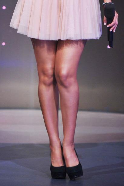 Las piernas de esta rubia detienen el tránsito de Miami.