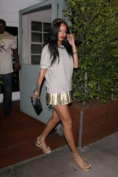 Por último, pero no menos acertada, tuvimos a Rihanna quien lució bella...