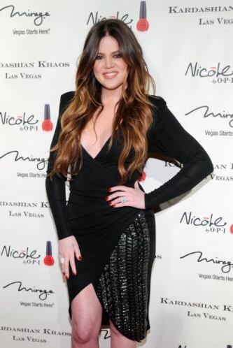 """La falta de """"pechonalidad"""" en la Kardashian hace que el provocador escot..."""