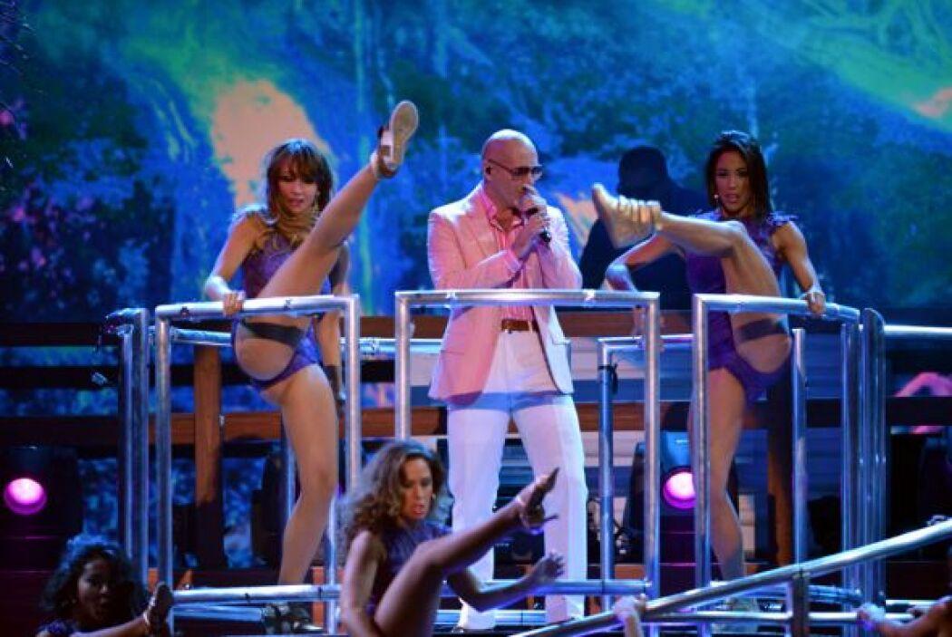 El rapero de origen cubano cantó 'Don't Stop the Party'.