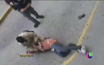 Policía balea a un hispano esposado en Texas