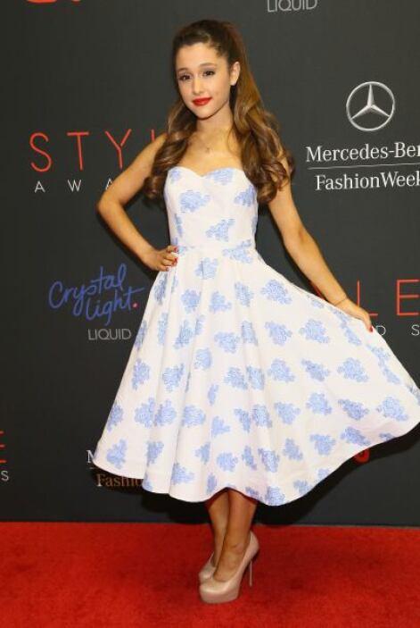 Insistimos a Ariana Grande le urge un asesor de modas para que le cambie...