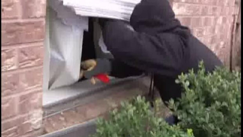 La Policía de Houston le ensena a ponerse en los zapatos de un ladrón,