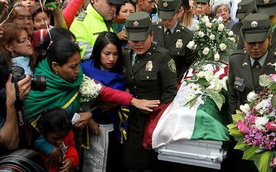 Miles de colombianos despiden a Yuliana Samboní, la niña de siete años q...