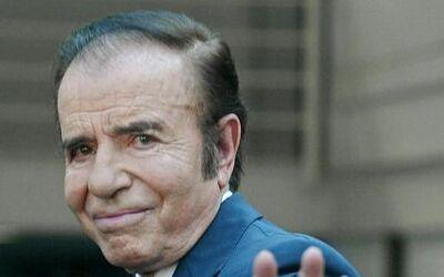 El exmandatario argentino Carlos Memen fue condenado el jueves a siete a...