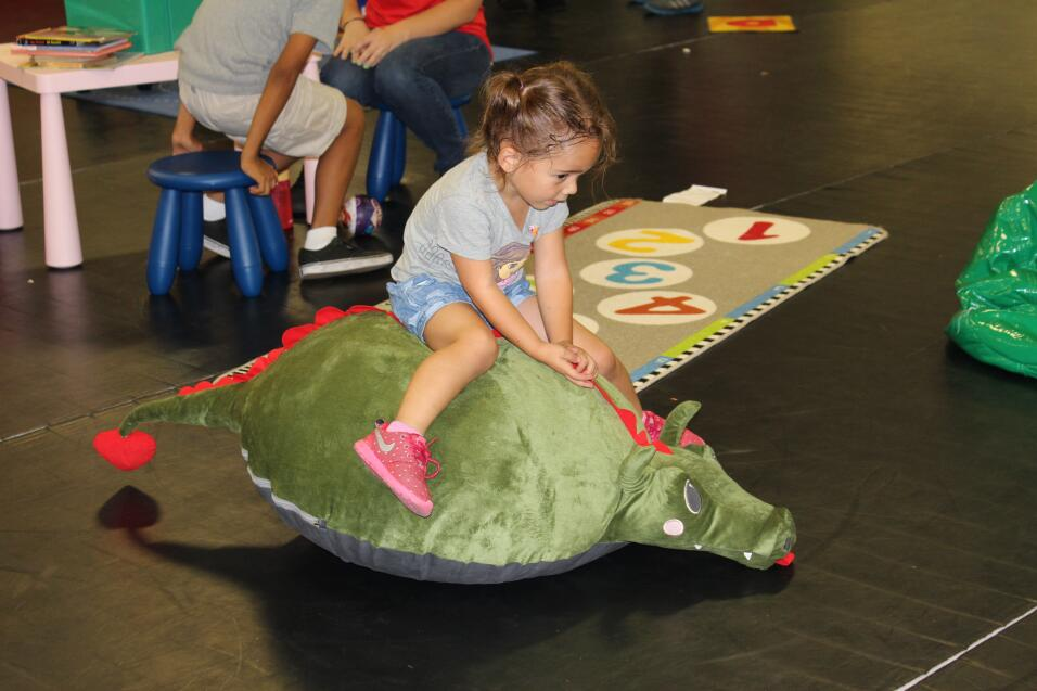 Niñas y niños del sur de California tomaron parte en el jardín de lectur...