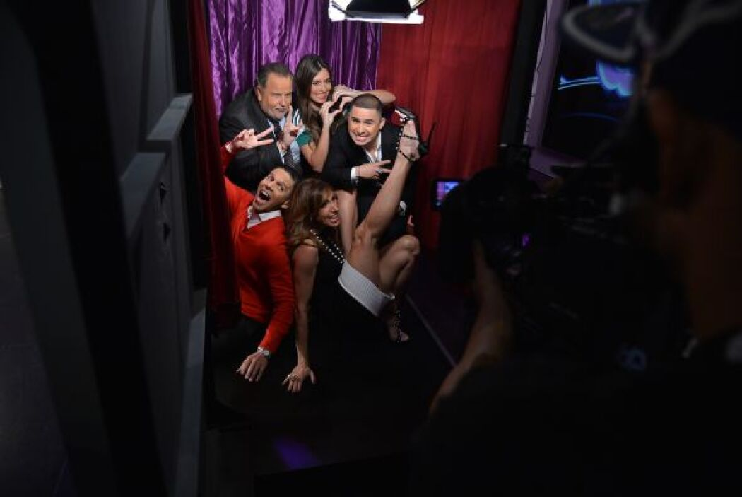 Larry se metió al 'photo booth' con los conductores.