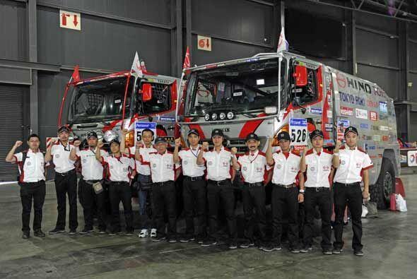 Los mecánicos del equipo Hino de Japón también qued...