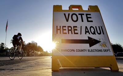 Los puestos de votación en el estado de Maricopa en Phoenix, resu...