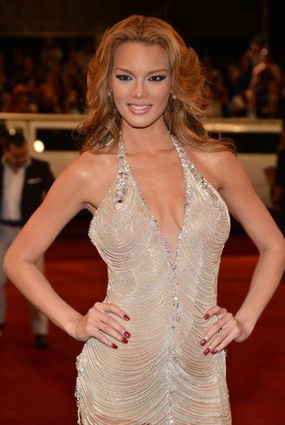 La preciosa ex Miss Universo fungirá en Premio Lo Nuestro como una de la...