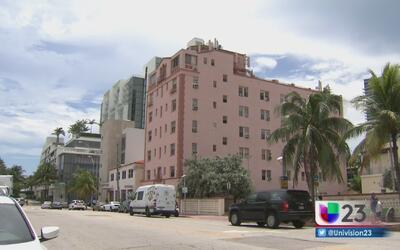 Residentes de un edificio quedan atrapados en su propia casa