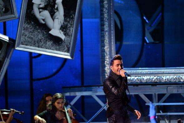Prince Royce también estuvo presente en Premios Juventud y nos interpret...
