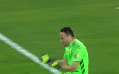 Tremenda parada!!! Christian Alberto Cueva Bravo despeja el penalti lanz...