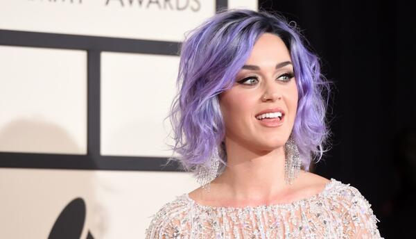 Katy Perry es casi un ícono del pelo de colores