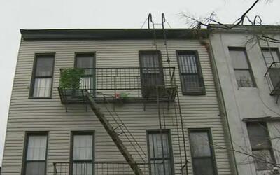 Un hombre desnudo ingresó a una casa e intentó abusar de una mujer, en B...