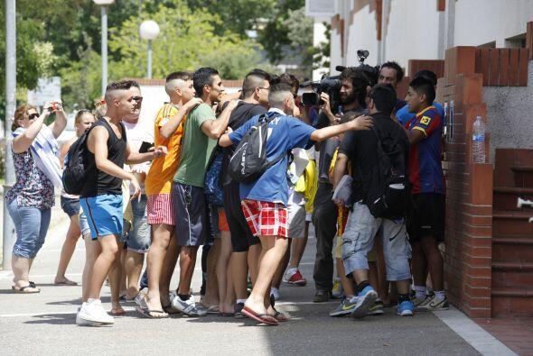 La presencia del delantero uruguayo, Luis Suárez, en el barrio Ca...