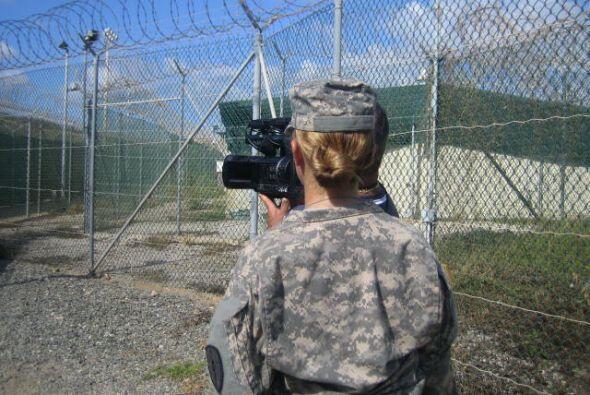 El campo de detención de Guantánamo es un campo de concent...