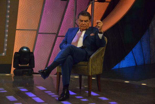 Don Francisco posando como todo un galán de telenovelas.