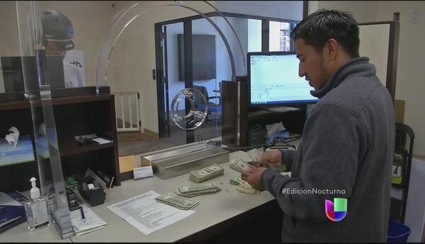 Menos bancos ofrecen servicios de envío de remesas