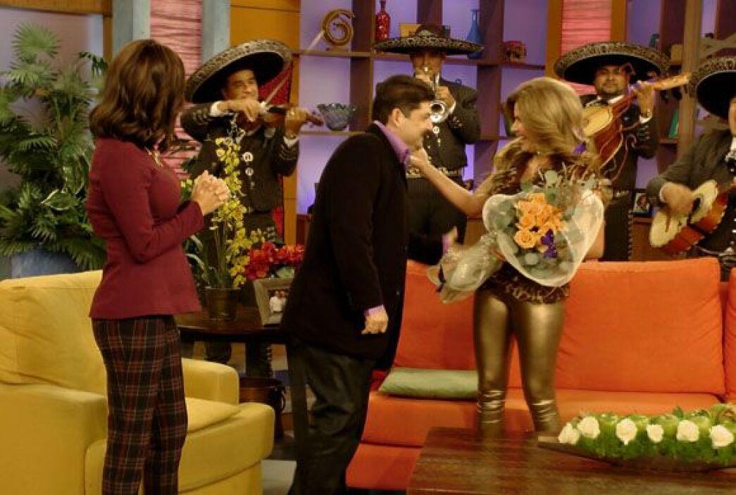 Jorge llegó con un bello ramo de flores y una petición inesperada.